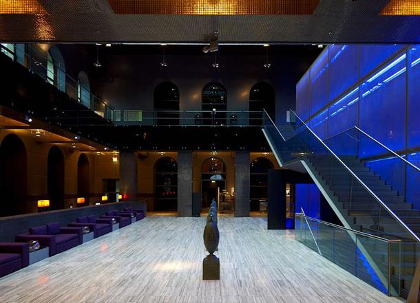 8289-13-lobby-lounge
