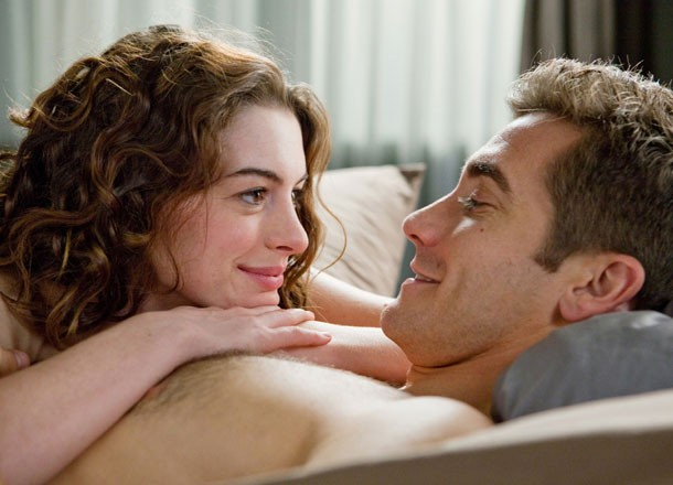 anne_hathaway_and_jake_gyllenhaal_in_love_and_other_drugs