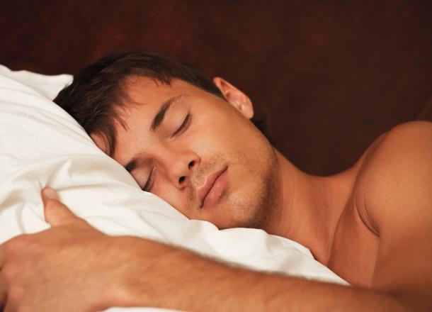 5 Scientific Reasons Men Should Sleep Naked