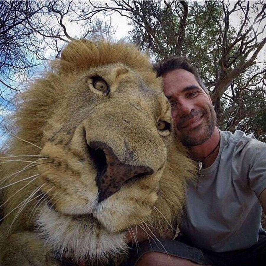 10 Of The Worlds Craziest Selfies Ever Taken