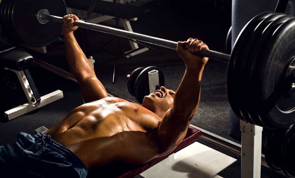 How To Avoid Injury While Bench Pressing