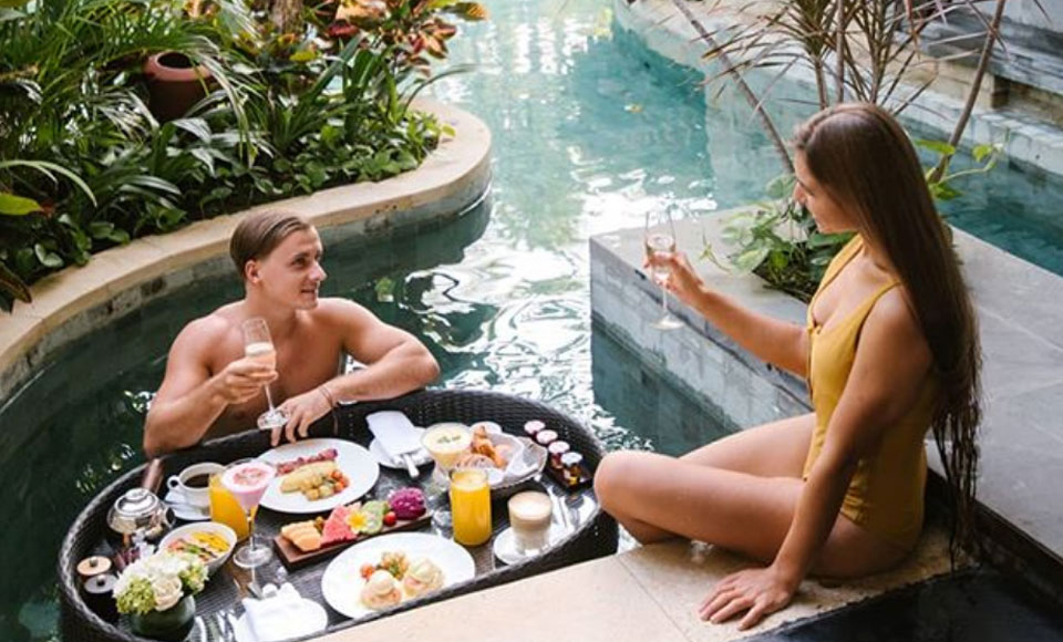 I Tried Bali's Instagram-Famous 'Floating Breakfast' & It Was A Total Disaster