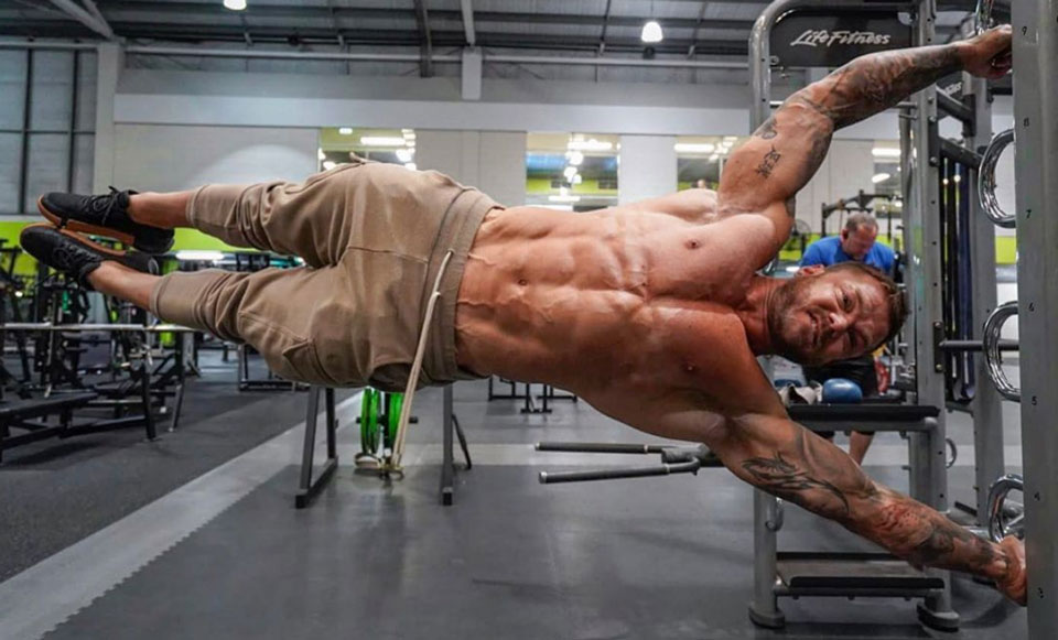 Australian Commando Shows You How To Build Insane Core Strength With Just Your Bodyweight
