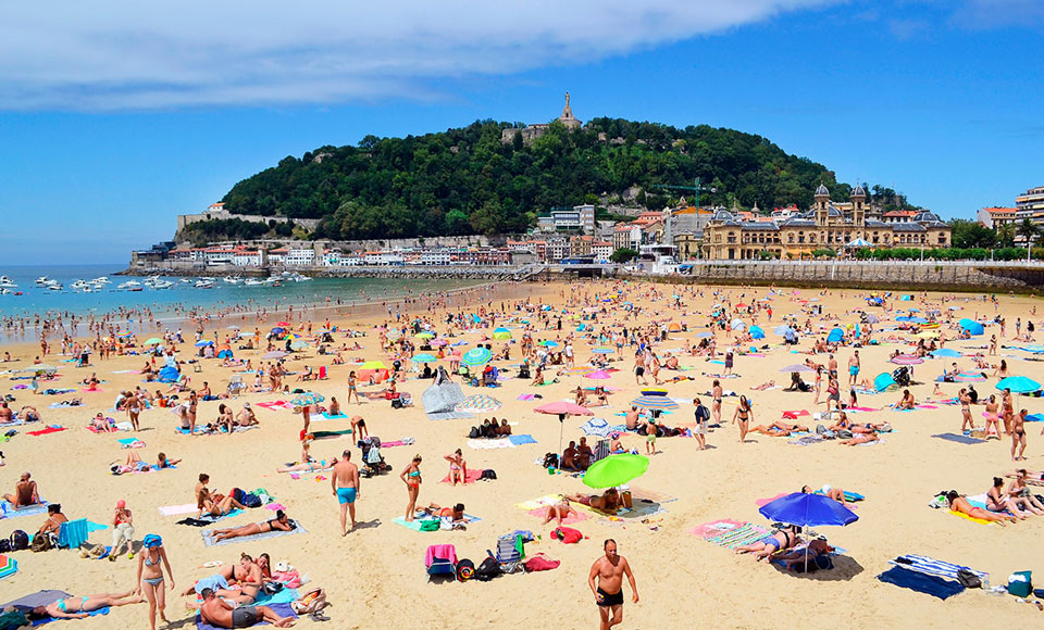 Iconic Donostia Photo Reveals The Mistake Everyone Makes In Spain
