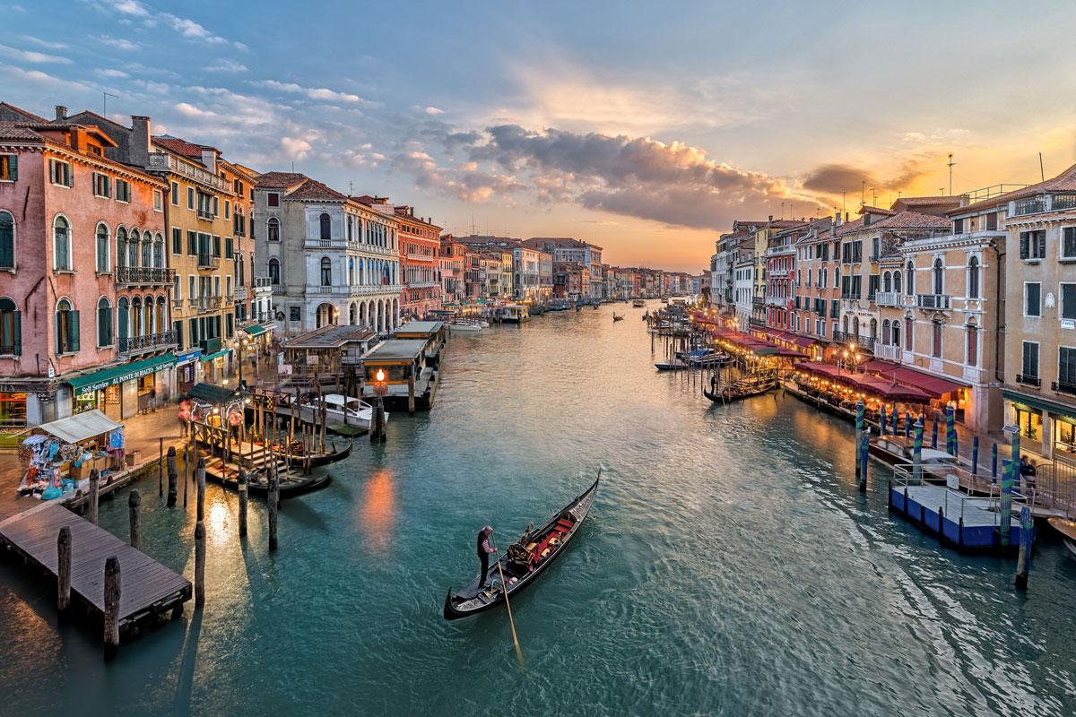 Rogue Tourists Rejoice As Coronavirus Fears Empty The Streets Of Venice