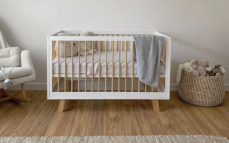 Mocka baby cot in white